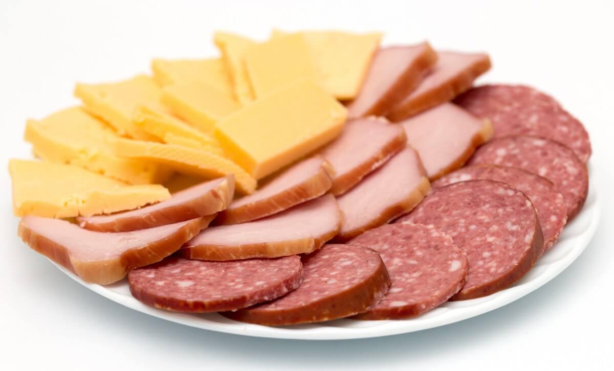 Картинка с колбасой и сыром